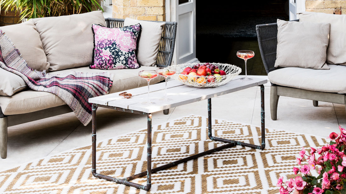 Outdoor rug with a geometric design for styling your outdoor space