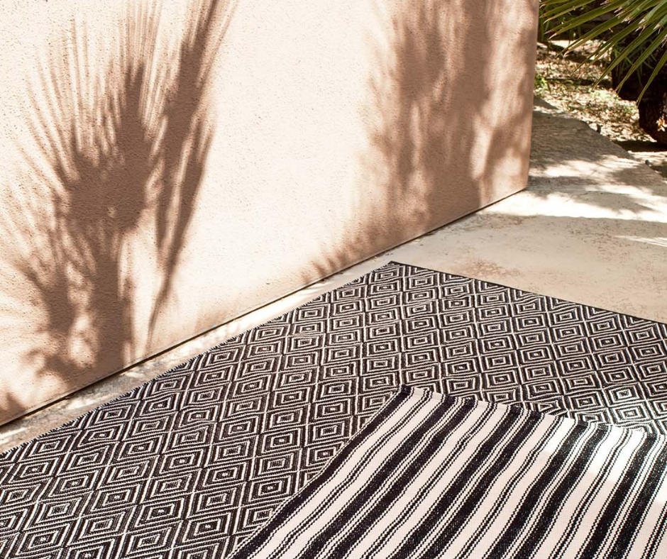 Monochrome outdoor rugs