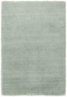 green shagpile rug